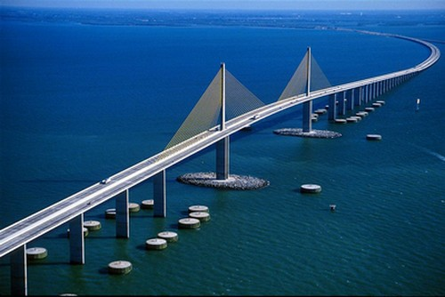 The Sunshine Skyway Bridge, linking Bradenton/Sarasota with the Tampa